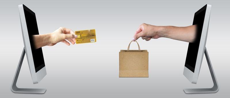 Dlaczego warto kupować rzeczy przez Internet?
